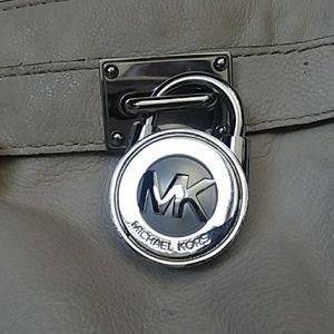 Michael Kors Bags - Lg Michael Kors Hamilton